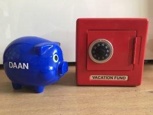 Waarom mijn zoon van 5 twee spaarpotten heeft (en jij er ook minimaal twee zou moeten hebben)!